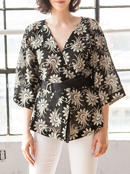 https://www.stylewe.com/product/black-3-4-sleeve-embroidered-floral-kimono-78940.html