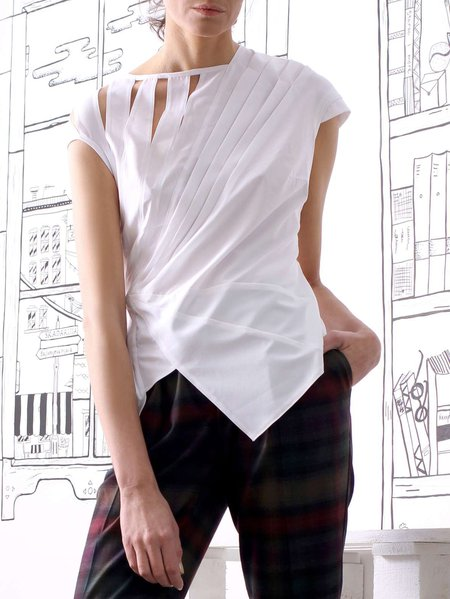 White Sleeveless Plain T-Shirt