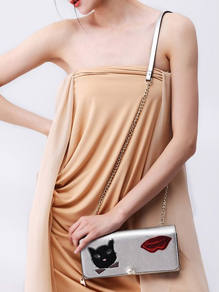 https://www.stylewe.com/product/silver-magnetic-lips-embellished-pu-crossbody-bag-86539.html