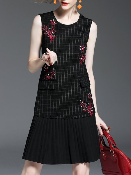 Floral-embroidered Checkered/Plaid Pleated Sleeveless Midi Dress