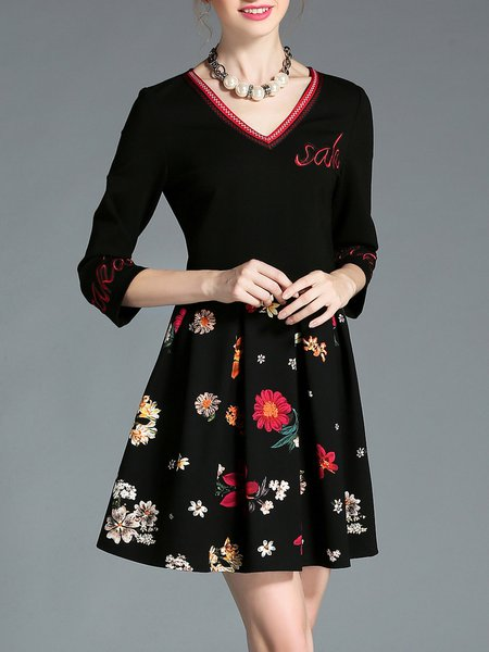 Black Simple Folds Embroidered Floral Mini Dress