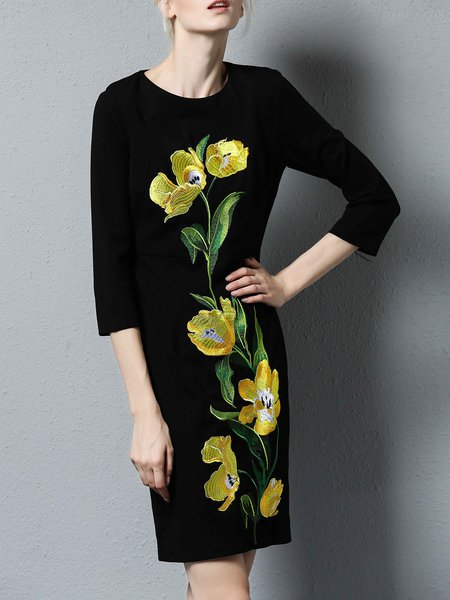 Black Simple Embroidered Crew Neck Midi Dress