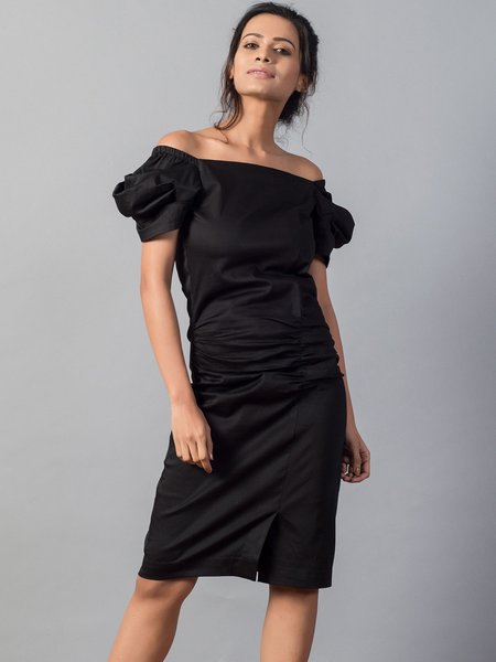 Black Balloon Sleeve Solid Ruched Cotton Off Shoulder Midi Dress