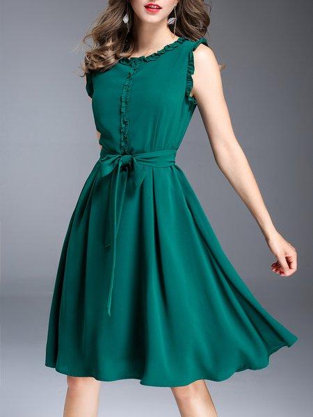 Plus Size Green Ruffled Solid Sleeveless Midi Dress with Belt