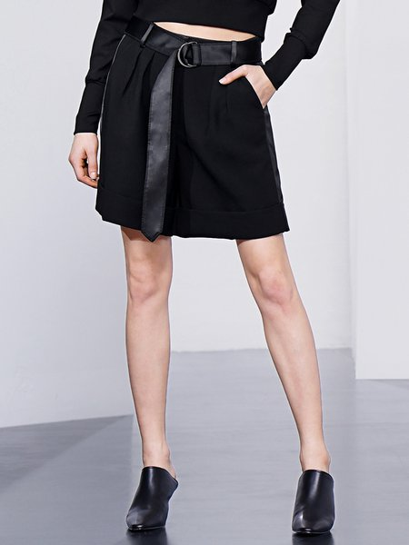 Black Casual Pockets Solid Shorts with Belt