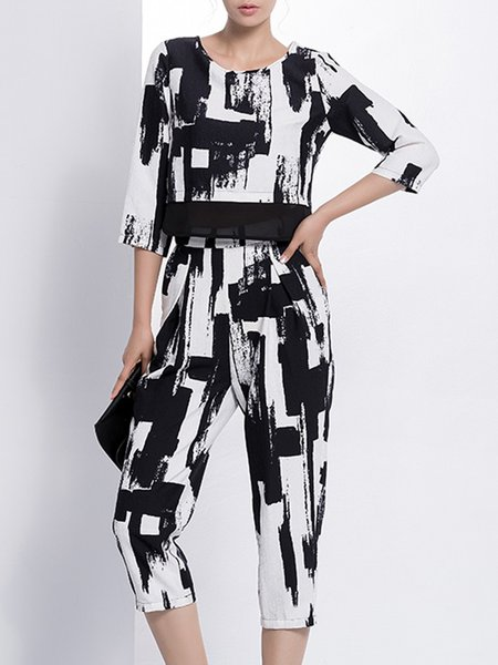 White-black Crew Neck Statement Printed Jumpsuit
