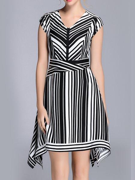 Short Sleeve Printed Statement V Neck Midi Dress